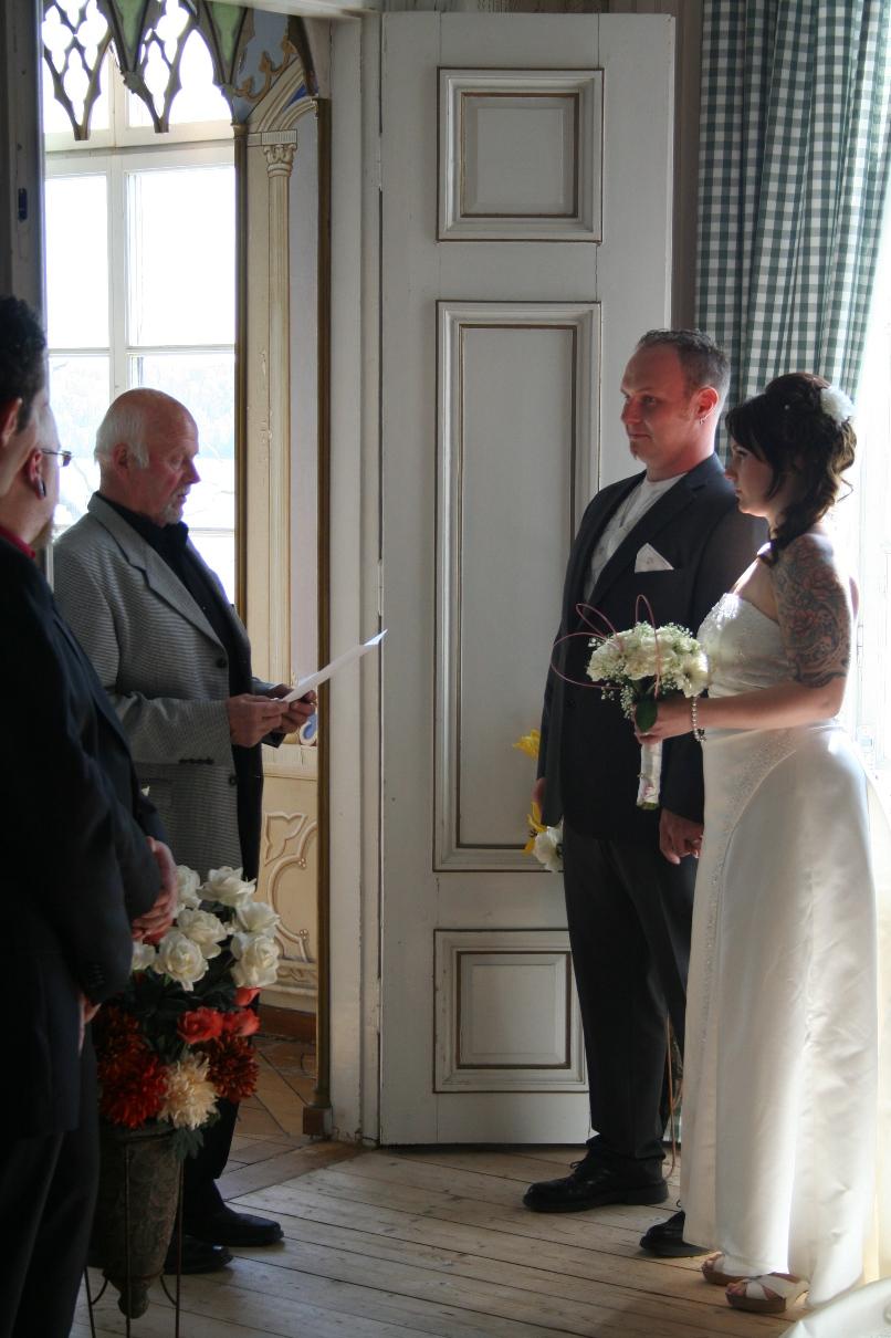 Här vigs Sanna och Thomas en underbar majdag 2011 i vårt vackra kapell och stora salong inför 50 gäster.